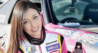 美しすぎるレーシングドライバー塚本奈々美さん